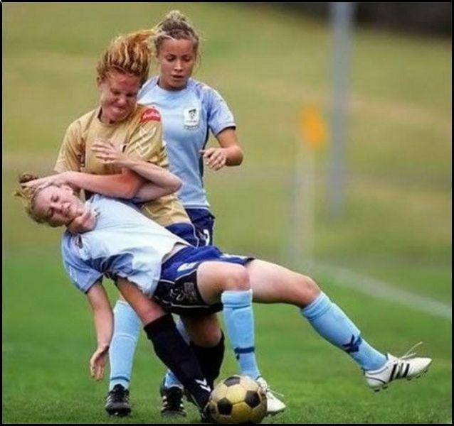 Foot féminin : pas tendre !